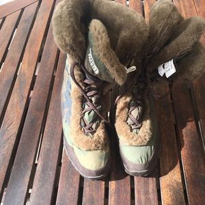 The North Face winter boots in camouflage/ SZ 8